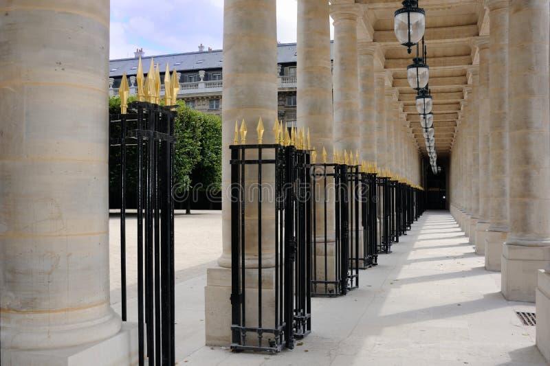 Het palais-Koninklijke album en de kolommen royalty-vrije stock foto's