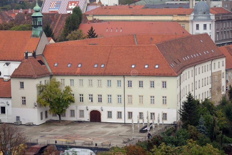 Het paleis die van Klovicevidvori moderne kunstgalerie in Zagreb huisvesten royalty-vrije stock afbeelding