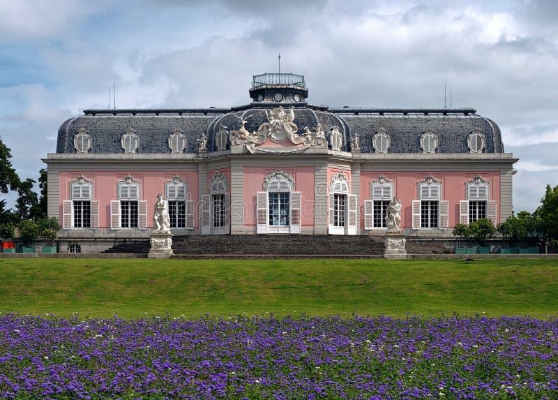 Het Paleis van Benrath in Dusseldorf, Duitsland stock afbeeldingen