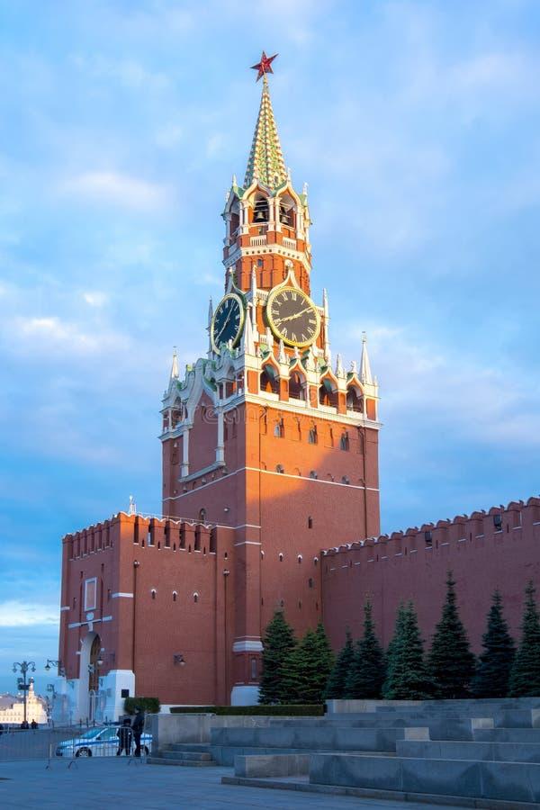 Het paleis van Catherine in Tsarskoe Selo in de zomer, St. Petersburg, RussiaSpasskaya-toren van Moskou het Kremlin bij zonsonder stock foto
