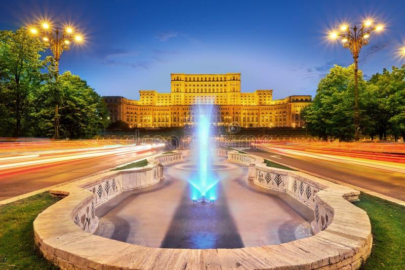 Het Paleis van het de Stadscentrum van Boekarest Roemenië van het Parlement bij Zonsondergang royalty-vrije stock afbeelding