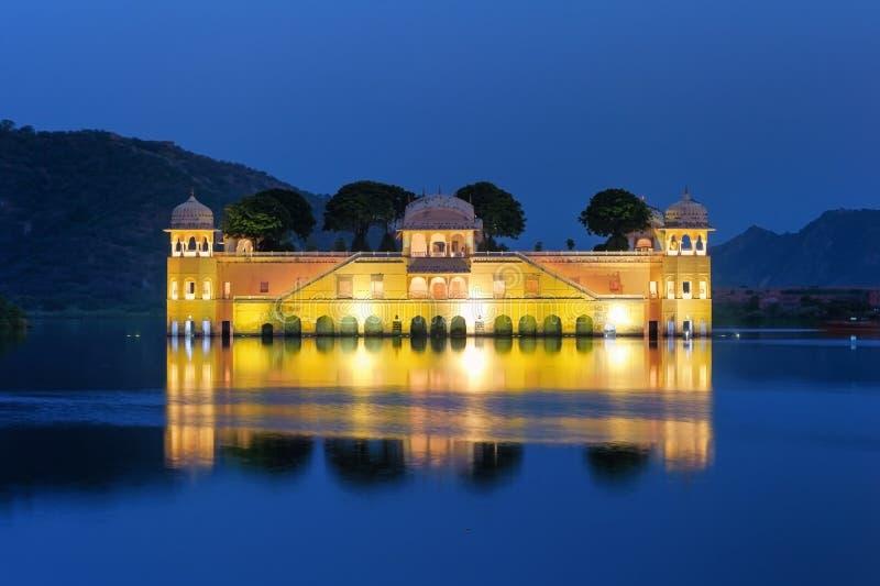 Het Paleis van het Meer van Mahal van Jai stock foto's
