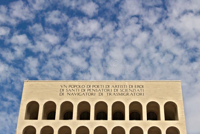 Het paleis van Italiaanse Beschaving bouwde Rome EUR in Fendiexhibiti stock foto