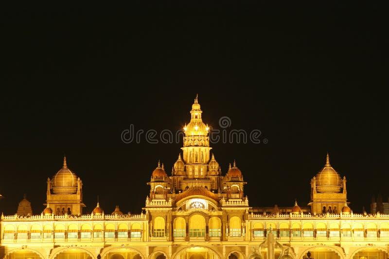Het paleis van Mysore bij nacht stock fotografie