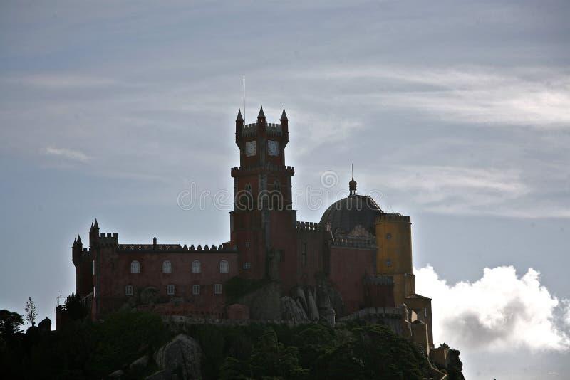 Het paleis van Pena boven wolken stock foto's