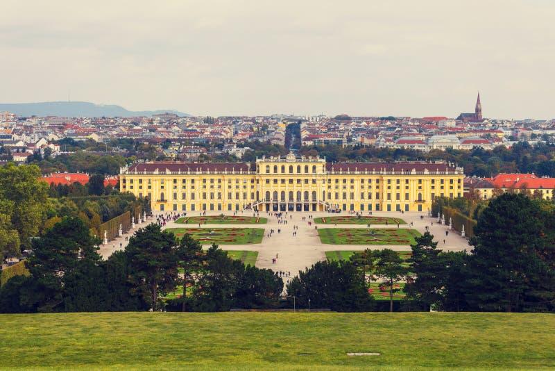 Het Paleis van Schonbrunn in Wenen Het barokke paleis is vroegere keizerdie de zomerwoonplaats in Vien wordt gevestigd stock afbeeldingen