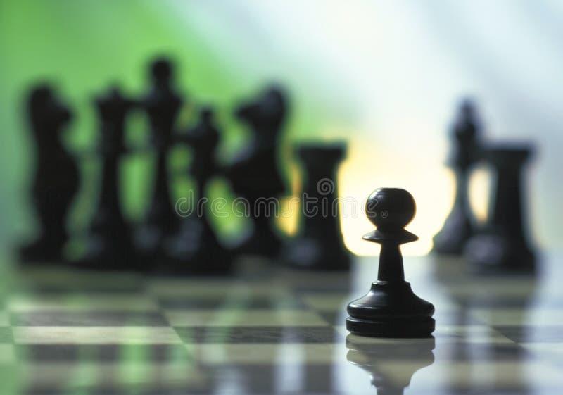 Het pand van het schaak dat van andere stukken wordt geïsoleerde royalty-vrije stock foto