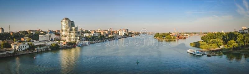 Het Panorama de rivier trekt aan, rostov-op-trekt aan royalty-vrije stock afbeeldingen