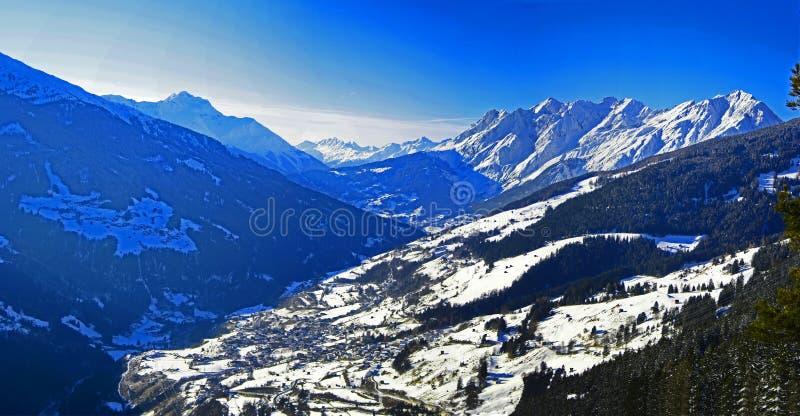 Het Panorama van alpen stock afbeelding