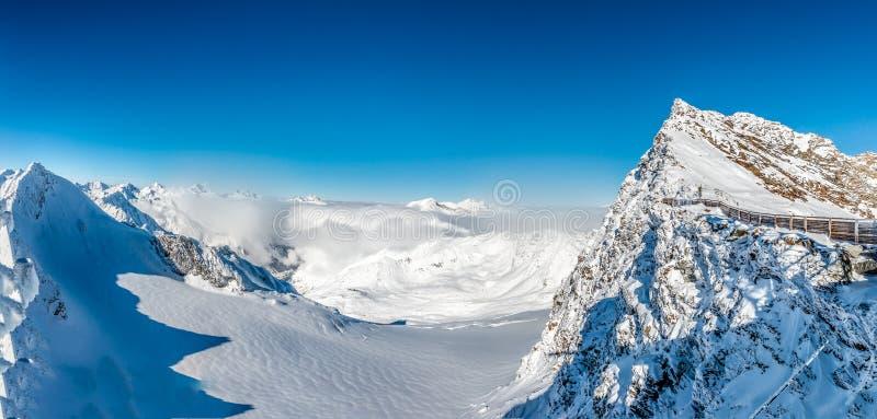 Het Panorama van alpen in Solden, Oostenrijk stock afbeeldingen