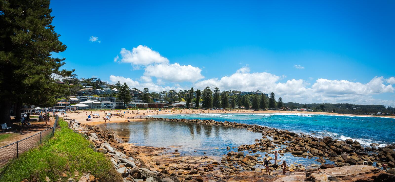 Het Panorama van het Avocastrand, NSW, Australië stock fotografie