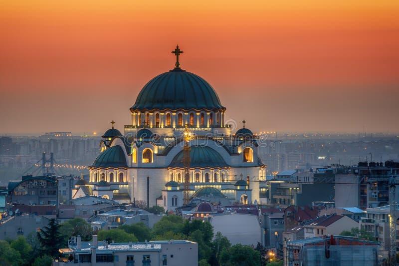 Het panorama van Belgrado met tempel van Heilige Sava stock afbeelding