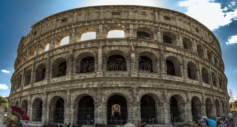 Het panorama van Colosseum stock foto's