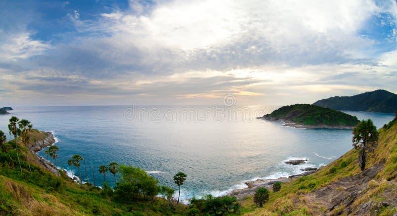 Het panorama van de het eilandzonsondergang van Phuket. Thailand. stock afbeelding