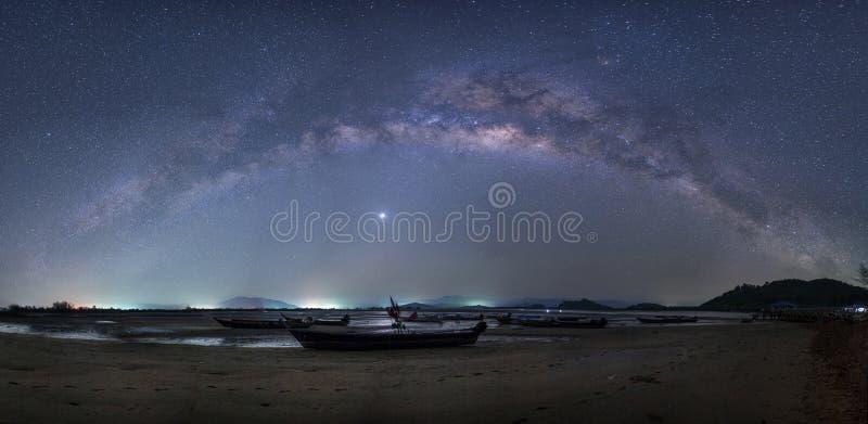 Het panorama van de melkweg stock afbeeldingen