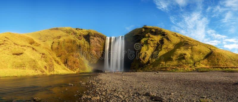 Het panorama van de Skogafosswaterval in zuidelijk IJsland stock afbeeldingen