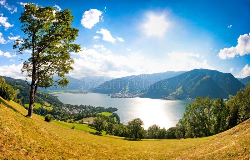 Het panorama van de stad van Zell am ziet, Oostenrijk royalty-vrije stock afbeelding