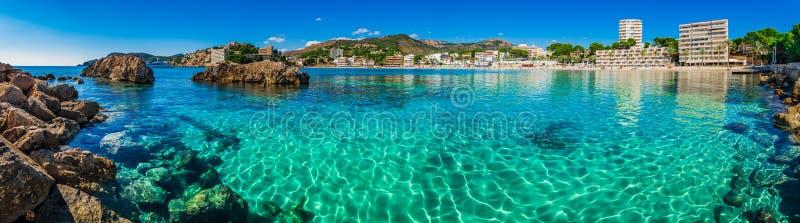 Het panorama van de strandkust van Paguera op Majorca-eiland, Spanje royalty-vrije stock afbeeldingen