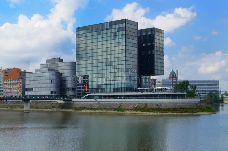 Het Panorama van Dusseldorf met rivier royalty-vrije stock afbeelding