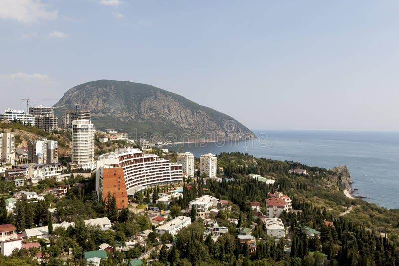 Het panorama van het dorp Gurzuf en draagt Berg Au-Dag van de berg Bolgatura crimea stock foto's