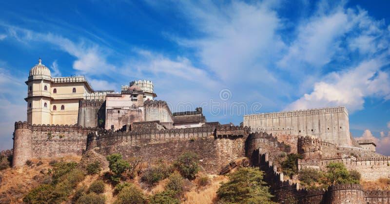 Het panorama van het Kumbhalgarhfort Rajasthan, India stock afbeelding