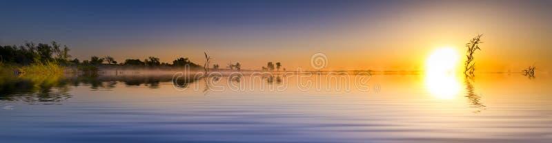 Het Panorama van het zonsopgangmeer royalty-vrije stock foto's