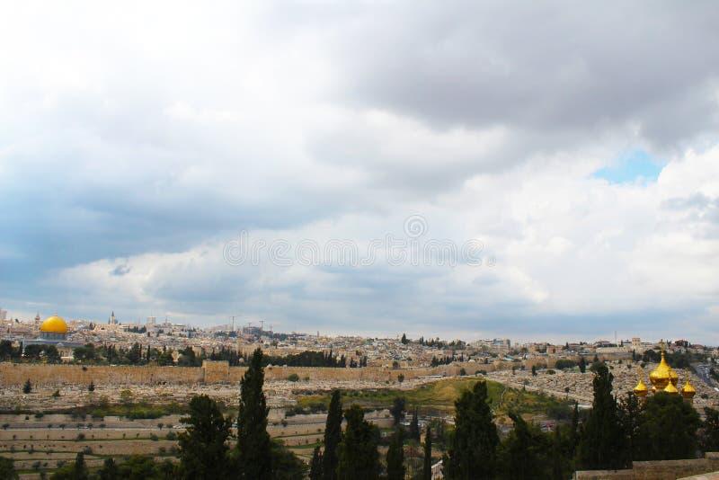 Het panorama van Jeruzalem met Koepel van de rots en de Tempel zetten van Onderstel van Olijven op, Jeruzalem royalty-vrije stock foto's
