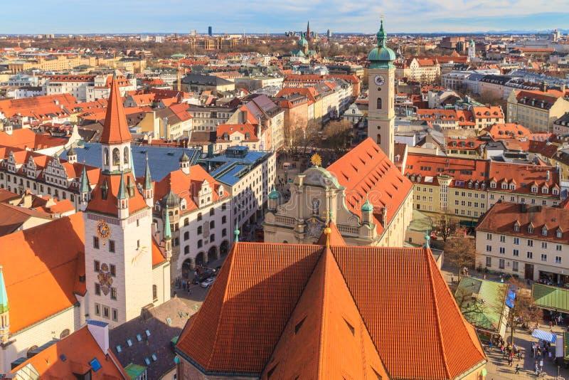 Het Panorama van München met oud stadhuis royalty-vrije stock afbeeldingen
