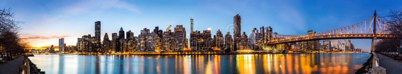 Het panorama van Manhattan en Queensboro-brug stock afbeeldingen