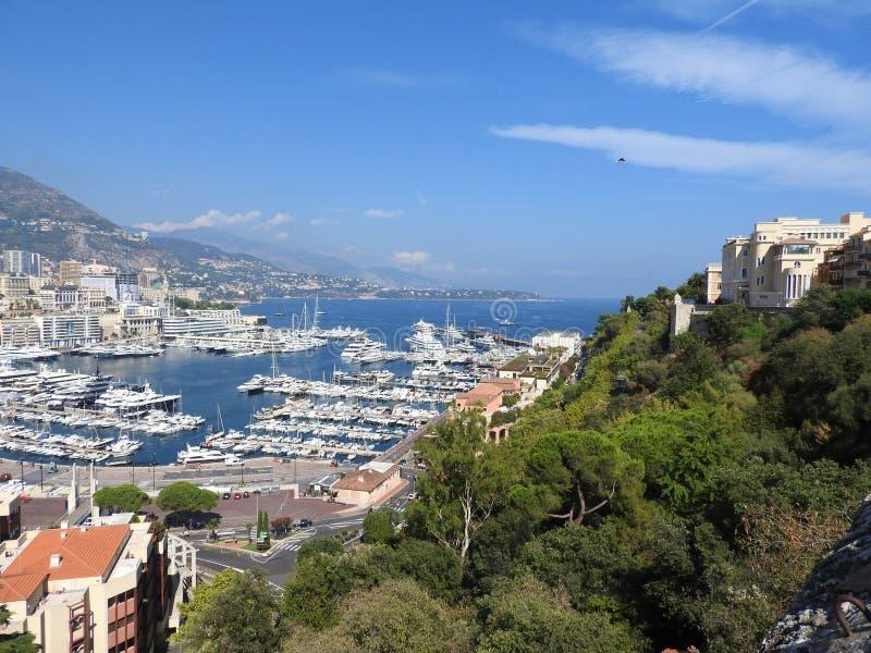 Het panorama van Monaco en van Monte Carlo met het de Oude stad, de Haven en Paleis van de Prins stock foto's