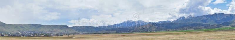 Het panorama van Oquirrh-Bergketen dat Bingham Canyon Mine of Kennecott-de Kopermijn omvat, kletste de grootste open kuil c stock afbeeldingen
