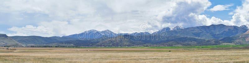 Het panorama van Oquirrh-Bergketen dat Bingham Canyon Mine of Kennecott-de Kopermijn omvat, kletste de grootste open kuil c royalty-vrije stock foto
