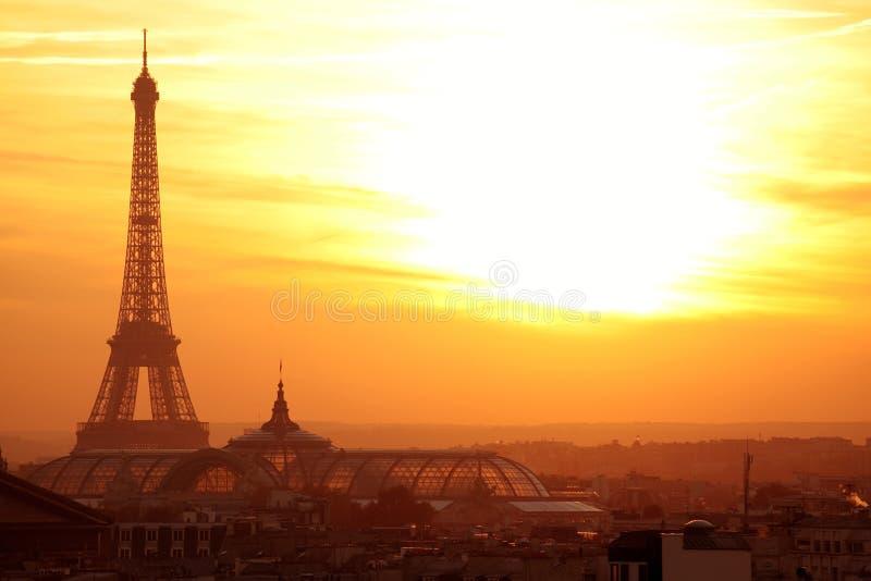 Het panorama van Parijs effel bij zonsondergang stock afbeeldingen