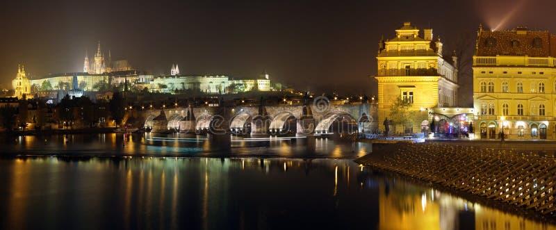 Het panorama van Praag bij nacht. royalty-vrije stock afbeeldingen