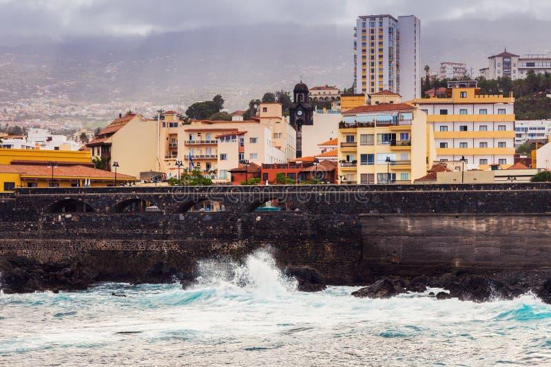 Het panorama van Puerto de la Cruz stock foto