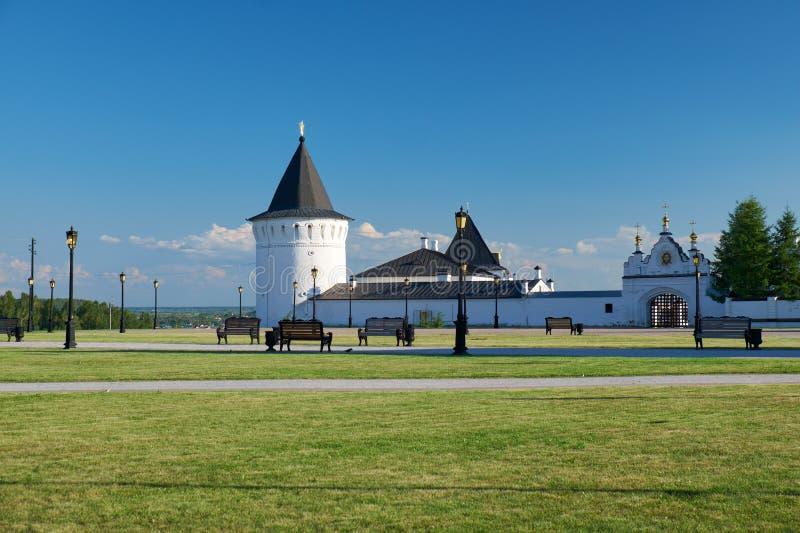 Het panorama van het Rode vierkant vóór Tobolsk het Kremlin Tobolsk Tyumen Oblast Rusland royalty-vrije stock afbeeldingen