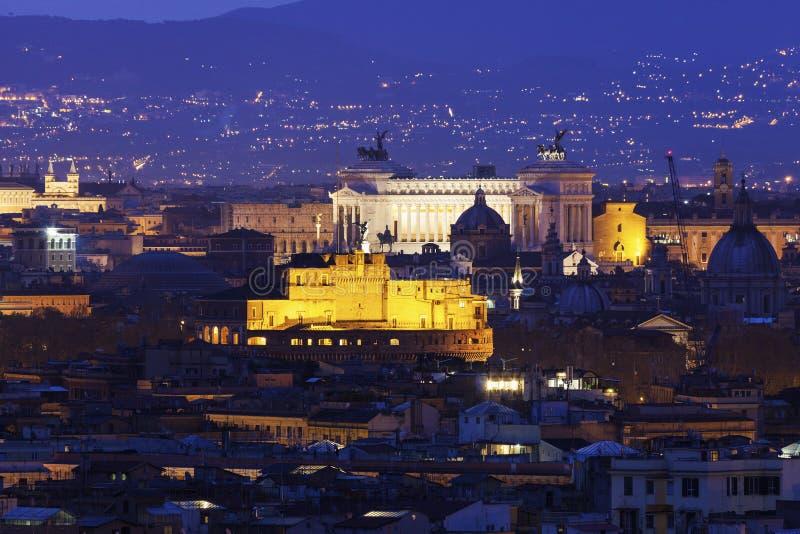 Het panorama van Rome met Monument van Vittorio Emanuele II en Castel S royalty-vrije stock afbeelding