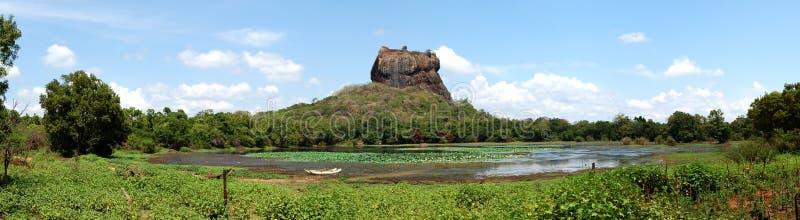 Het panorama van Sigiriya (de rots van de Leeuw) royalty-vrije stock foto