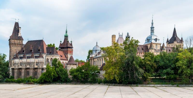 Het panorama van het Vajdahunyadkasteel - Boedapest, Hongarije royalty-vrije stock afbeelding
