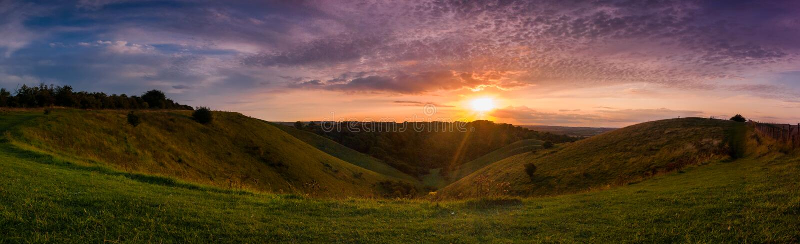Het panorama van het zonsondergangplatteland stock foto