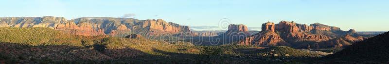 Het panoramische landschap van Sedona stock afbeelding