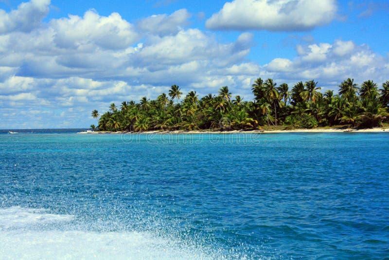 Het paradijs van het Saonaeiland in de Caraïben stock foto's