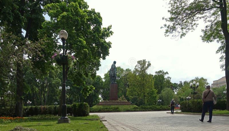 In het park dichtbij het monument aan Shevchenko in de lente royalty-vrije stock afbeelding