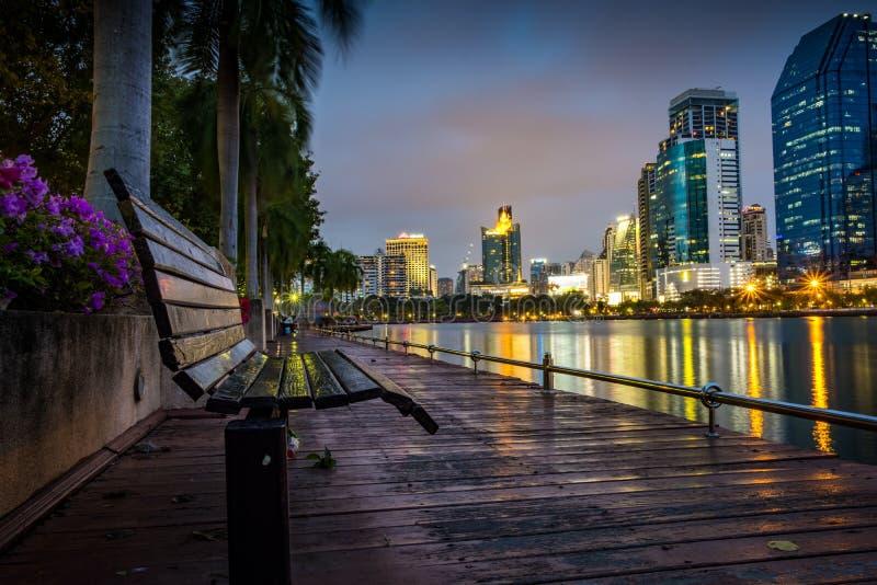 Download Het Park Van Bangkok Van De Stadsnacht In De Stad Bij Schemer (Thailand) Nacht CIT Redactionele Foto - Afbeelding bestaande uit motie, cityscape: 107707416