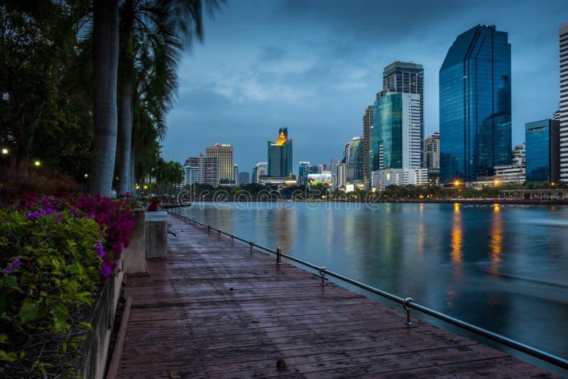 Download Het Park Van Bangkok Van De Stadsnacht In De Stad Bij Schemer (Thailand) Nacht CIT Redactionele Stock Foto - Afbeelding bestaande uit licht, lichten: 107707458
