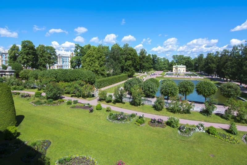 Het park van Catherine in Tsarskoe Selo in de zomer, St. Petersburg, Rusland stock fotografie