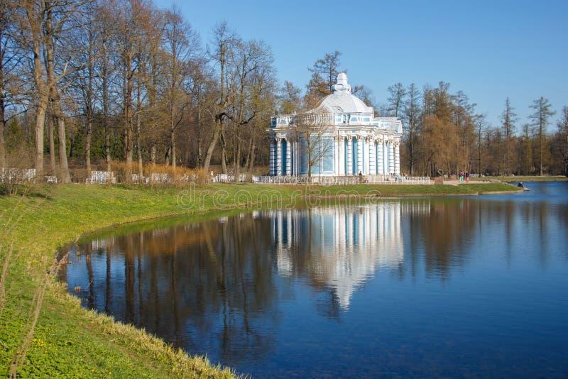 Het park van Catherine Tsarskoye Selo, Pushkin, St. Petersburg Paviljoengrot royalty-vrije stock fotografie