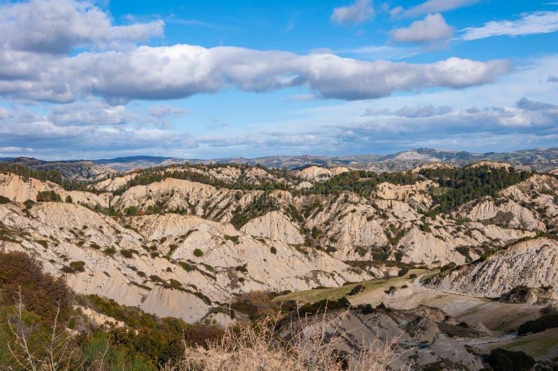 Het park van de Aliano-geulen, bergen van klei die het landschap van de Aliano-valleien omringen royalty-vrije stock foto