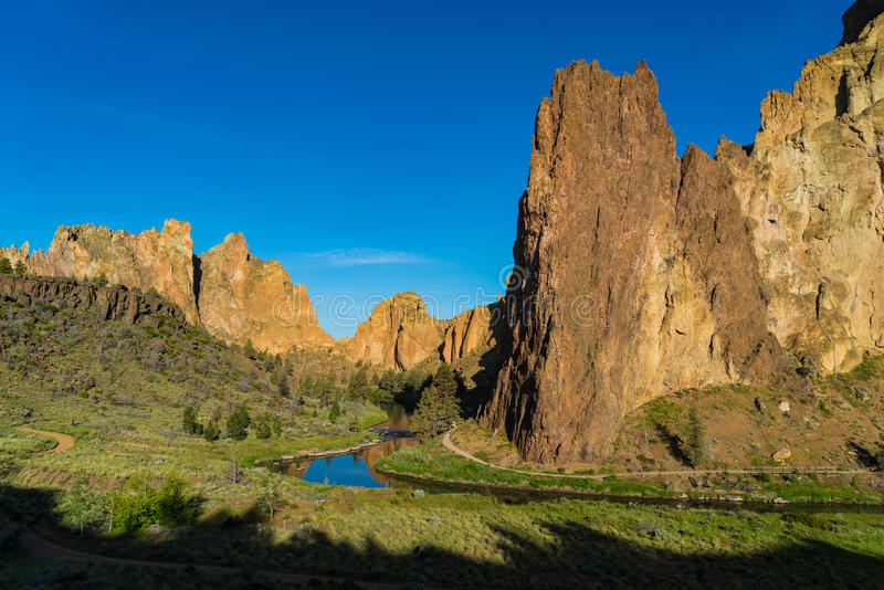 Het Park van de de rotsenstaat van Smith en de bochtige Rivier in Oregon bij sunris stock afbeeldingen