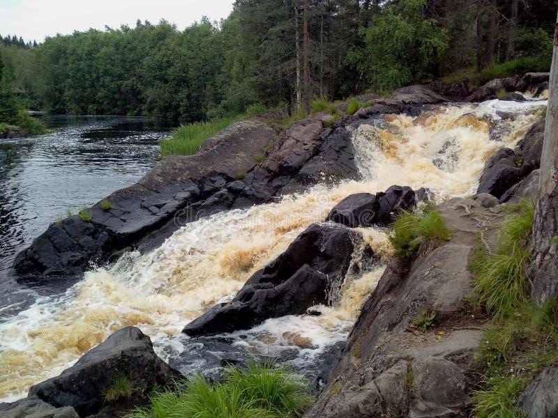 Het Park van de Ruskealaberg - een eeuw-oude geschiedenis van mijnbouw De onbeschrijflijke schoonheid van natuurlijk marmer in de stock foto's